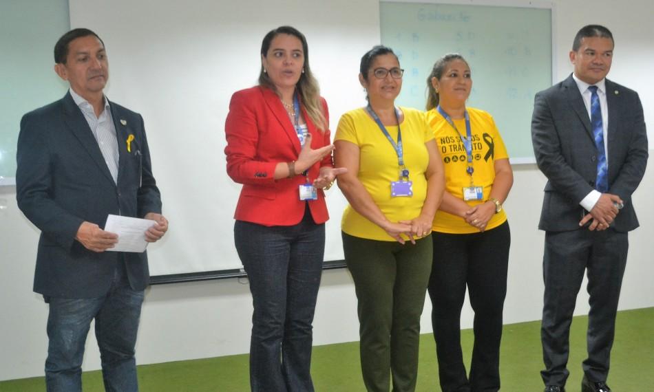 Coordenadora Francisca Noronha do curso de Enfermagem,Coronel e coordenador do curso de Direito, Silvio Mesquita e demais envolvidos no p