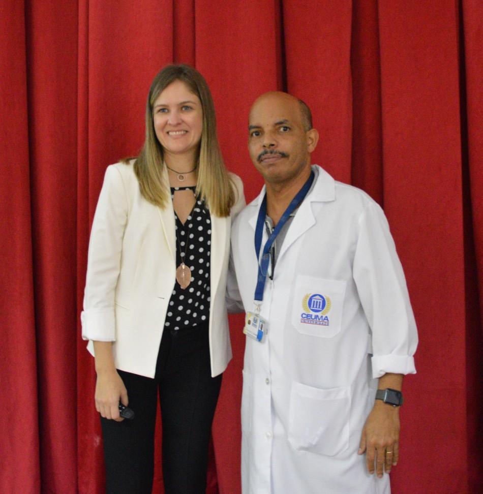 Convidada e palestrante Veridiana Resende com o professor doutor Rudys Tavarez