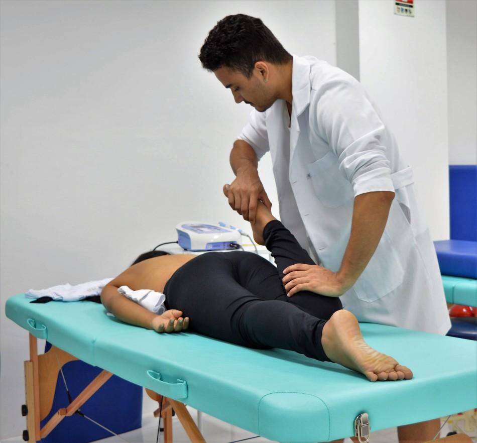 MATÉRIA PENSAR ALÉM DO ESTÁGIO - Aureo de Brito, estudante de Fisioterapia, repassando seus conhecimentos na monitoria da disciplina de Cinesiologia