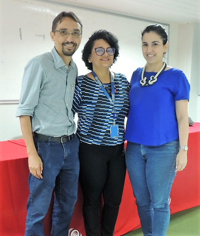 Coordenadora Polyana Amorim com os palestrantes João Bezerra e Maria Thereza Soares